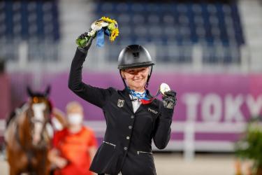 """""""Es ist ein riesiges Gefühl, so eine Medaille für Deutschland zu gewinnen"""" – Julia Krajewski ist Einzel-Olympiasiegerin"""